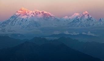vista noturna do monte annapurna - nepal