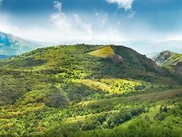 montanha verde foto