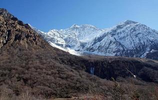 montanhas, picos cobertos de neve