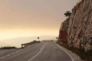 estrada de montanha em montenegro