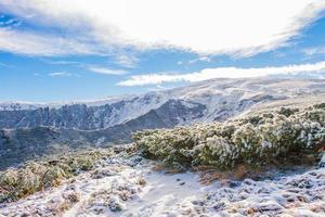 montanha coberta de neve vista