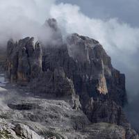 picos elevados nas nuvens