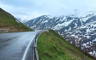 paisagem montanhosa de verão (oberalp pass, suíça)