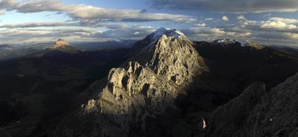 pôr do sol nas montanhas urkiola