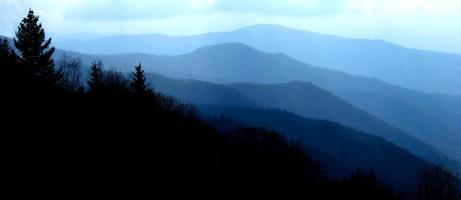 grandes montanhas esfumaçadas