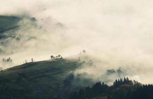 nevoeiro nas montanhas