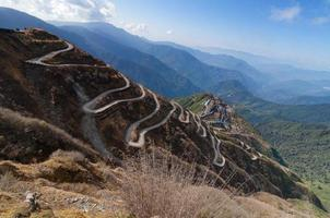 estradas sinuosas, rota de comércio de seda entre a China e a Índia