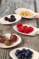 diferentes frutas maduras foto