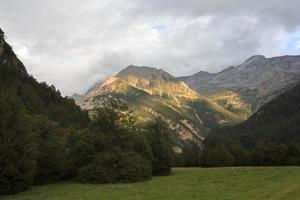 vale de Bujaruelo, montanhas dos pirineus