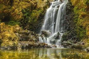 pequena cachoeira em cascata