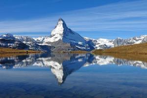 Espelhamento de Matterhorn em Lake Stellisee