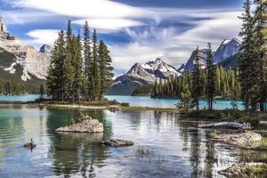 ilha do espírito e as montanhas