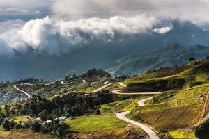 estrada da montanha em (phu tubberk)