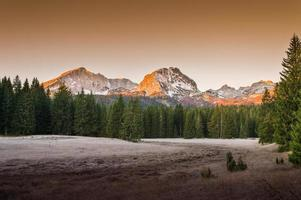 montanhas no parque nacional foto