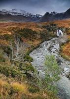 piscinas de fadas nas montanhas cuillin foto