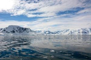 a montanha de neve na Antártica