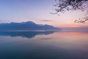 suíça, montreux, lago e montanhas