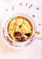 berry crumble cobrindo cupcakes foto