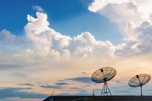 sinais de comunicação via antena parabólica foto