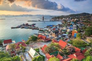 nascer do sol no oceano na Tailândia