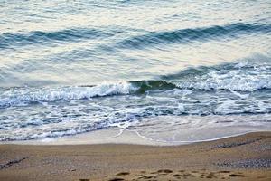 costa da praia de dia foto