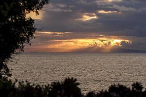 nuvens laguna sobre a ilha catalina