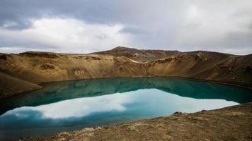 cratera stora-viti perto da usina geotérmica de Krafla - Islândia foto