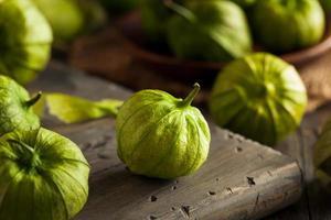 tomatillos verdes orgânicos saudáveis foto