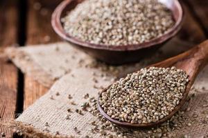 porção de sementes de cânhamo