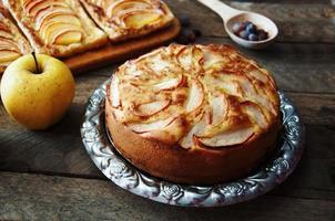 sobremesa de torta de maçã orgânica caseira pronta para comer.