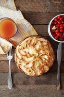 sobremesa de torta de maçã orgânica caseira pronta para comer. foto