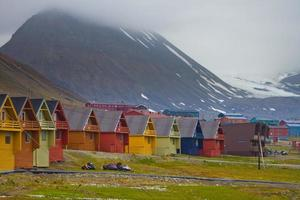 casas coloridas em longyearbyen, svalbard