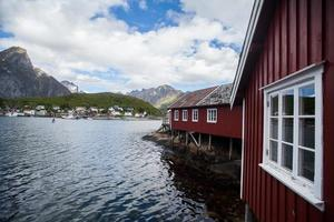 casas tradicionais em lofoten, noruega