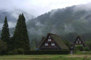 casa com formato para combinar com a palma (合掌 家 屋)