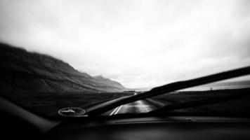 estradas islandesas - dentro do carro foto