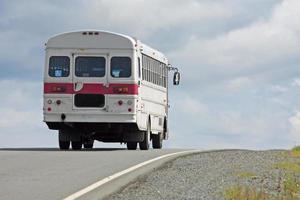 ônibus na rodovia foto