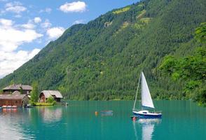 lago weissensee, caríntia, áustria foto