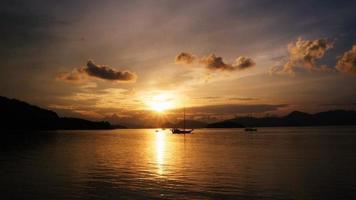 tiro ao amanhecer 02 foto