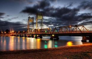 ponte noturna foto