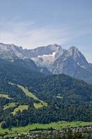 blick zur zugspitze und alpspitze