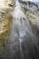 cachoeira nas falésias do bugey foto