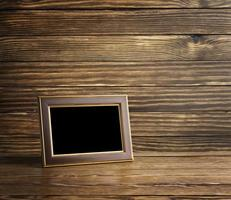 moldura antiga na mesa de madeira