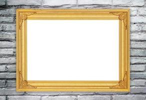 moldura dourada em branco na parede de tijolo