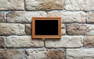 moldura na parede de tijolos