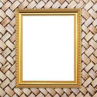 moldura dourada em branco na textura de bambu