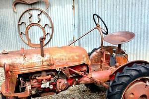 velho trator de fazenda foto