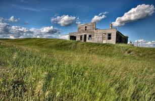 edifícios agrícolas abandonados em Saskatchewan