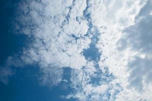 céu azul foto