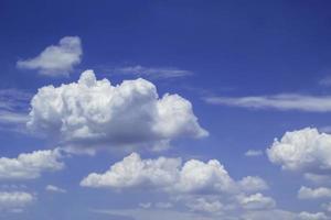 lindo céu azul foto
