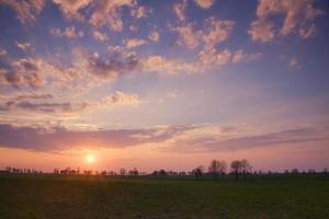 espetacular céu vívido ao pôr do sol